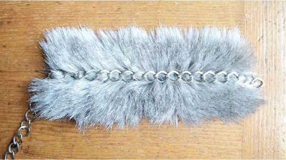 Tuto : un bracelet en fausse fourrure