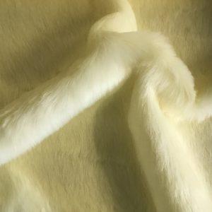 Fausse fourrure au mètre Tissu fausse fourrure blanc magnolia super rapport qualité prix – YF 286/1 Magnolia