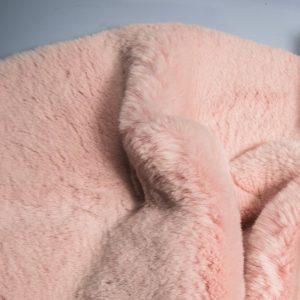 Fausse fourrure au mètre Fausse fourrure rose pâle super douce façon lapin – Saluki 2R333 Soft Pink
