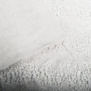 Fausse fourrure au mètre Tissu fausse fourrure au mètre imitation astrakan gris léger – 3118 L Grey