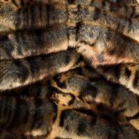 Fausse fourrure au mètre Tissu fausse fourrure elastique texturé ocelot brun – 3112 Beige/Brown